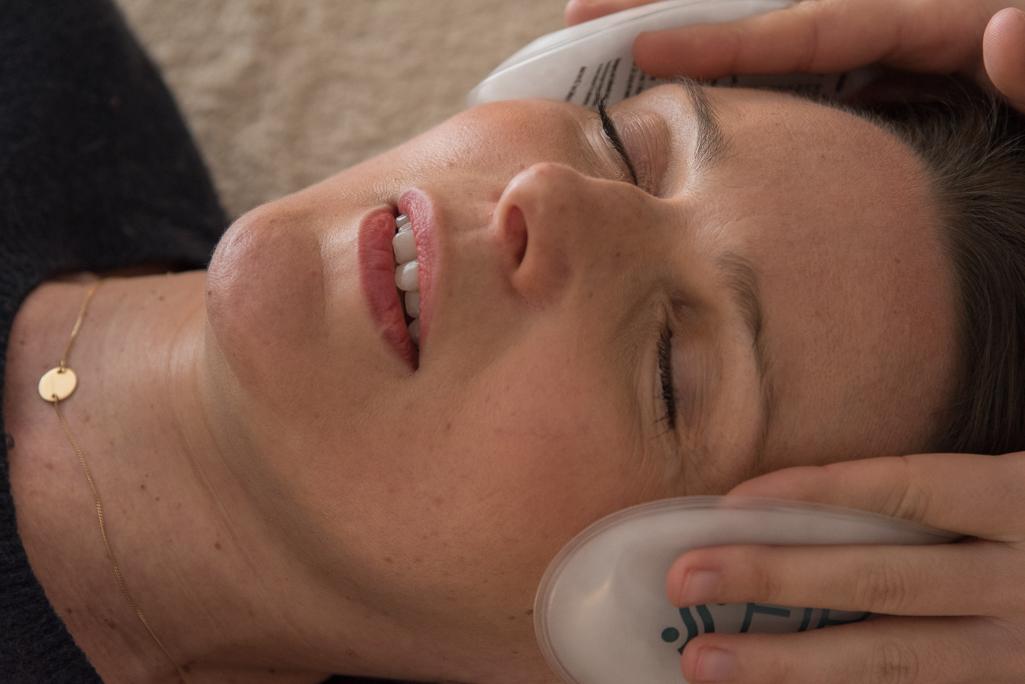 reflexologie avec chaufferette sur le visage